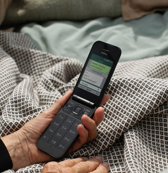 【台中手機館】全新 Nokia 2720 Flip 512MB+4G 雙核心 雙卡雙待 可用臉書 WhatsApp 摺疊 翻蓋機-2