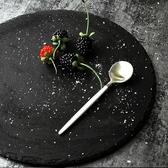 日式圓形石板餐盤石頭板巖餐具創意牛排盤子料理盤黑色西餐壽司盤