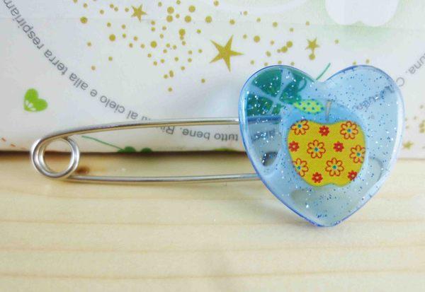 【震撼精品百貨】Hello Kitty 凱蒂貓~KITTY安全別針-心造型-蘋果-藍色
