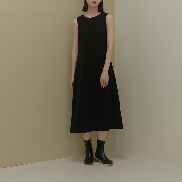 Queen Shop【01085719】圓領素面後開衩造型無袖洋裝 S/M*現+預*