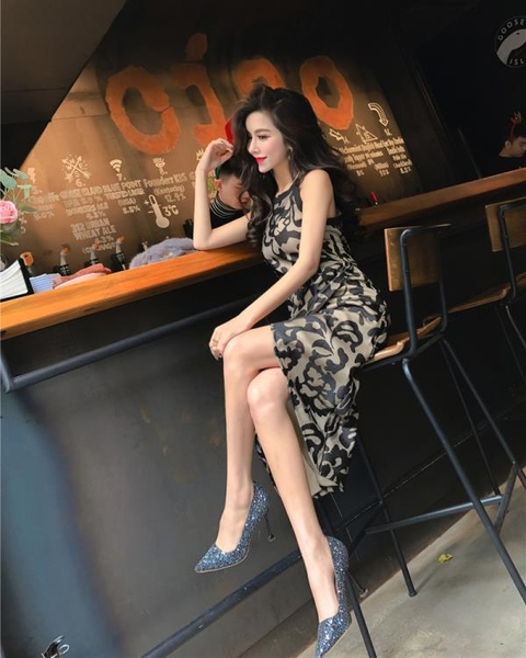 2018夏季新款韓版女裝氣質掛脖無袖修身顯瘦定制印花不規則洋裝