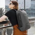 班歌Bange跑車背包男士後背包大容量旅行包15.6筆記本商務電腦包  一米陽光