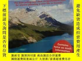 二手書博民逛書店Living罕見and Working CANADAY23216