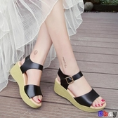 【貝貝】楔型涼鞋 涼鞋坡跟 鬆糕 厚底 防水臺鞋 一字扣