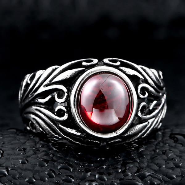 《 QBOX 》FASHION 飾品【R10BR8-251】精緻個性復古雕花鑲紅寶石鑄造鈦鋼戒指/戒環