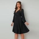 大尺碼洋裝 大碼女裝歐美風時尚氣質性感深V顯瘦遮肉裹身系帶長袖a字連衣裙女