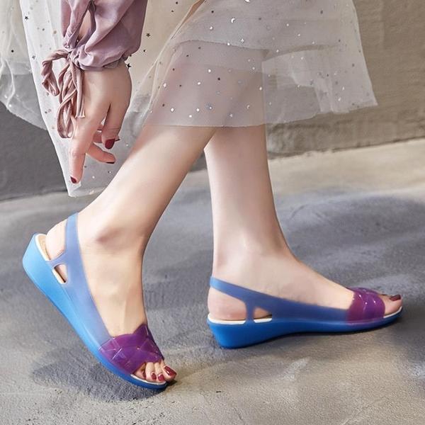 2021夏季新款涼鞋女旗袍沙灘鞋洞洞防滑軟底媽媽坡跟塑料果凍涼鞋 蘇菲小店