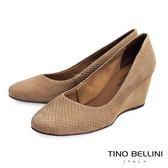 Tino Bellini 巴西真皮立體蛇紋壓紋楔型鞋_駝 TF4308D 歐洲進口款