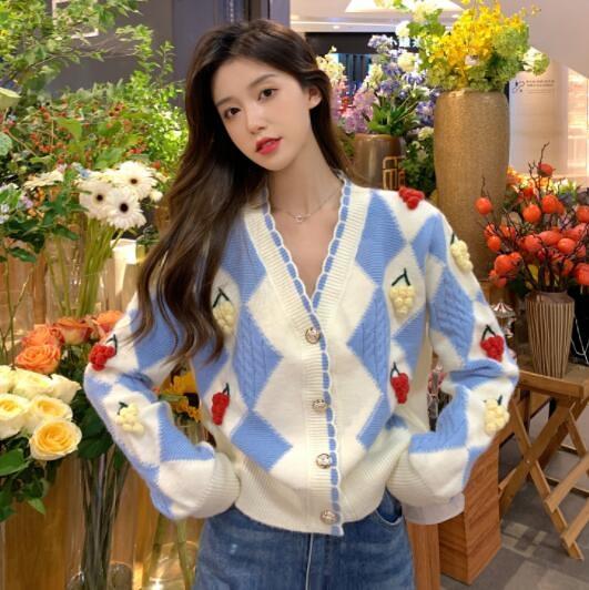 VK旗艦店 韓國風設計感菱格V領開衫毛衣針織衫長袖上衣