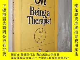 二手書博民逛書店On罕見Being a Therapist by Jeffrey