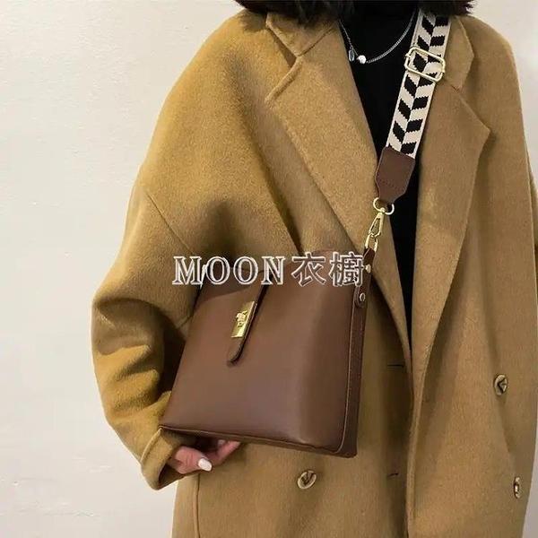 季韓版包包女2021新款潮時尚寬帶斜背包網紅百搭單肩洋氣水桶包 快速出貨
