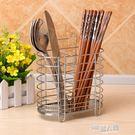 創意筷子筒掛式多功能不銹鋼雙筒帶掛鉤瀝水筷子籠筷子架廚房用品  9號潮人館