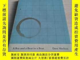 二手書博民逛書店ABoy罕見and a Bear in a Boat by Shelton,Y211464 Dave Shel