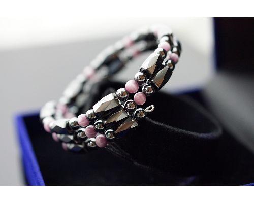 淺紫貓眼石 & 赤鐵礦 ( 有磁 ) & 二圈半造型幸運手圈 ( 可以自行調整手圍 )好搭好看不敗款。A316