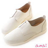 amai MIT台灣製造。俏皮點點牛皮休閒鞋 白