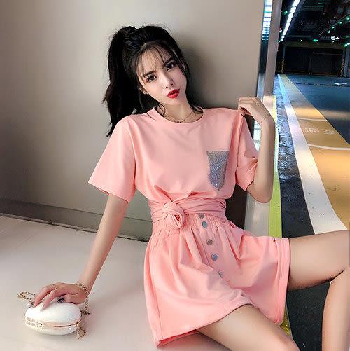 克妹Ke-Mei【ZT51914】Maggie簡約女孩風水鑽口袋T恤上衣+排釦高腰褲套裝
