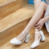 百搭荷葉變一字帶粗跟中跟女士包頭涼鞋女鞋粉色白色大碼小碼 蓓娜衣都