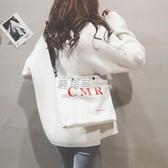 帆布包 帆布大包包女新款韓版學生斜背包休閒文字斜背包大容量購物袋「鹿角巷」