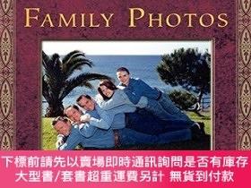 二手書博民逛書店Awkward罕見Family Photos-尷尬的家庭照片Y414958 Mike Bender, Doug