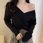 V領露肩毛衣 慵懶風寬鬆短版長袖針織上衣