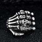 《 QBOX 》FASHION 飾品【RBR8-328】精緻龐克風手骨骷顱頭鑄造鈦鋼戒指/戒環