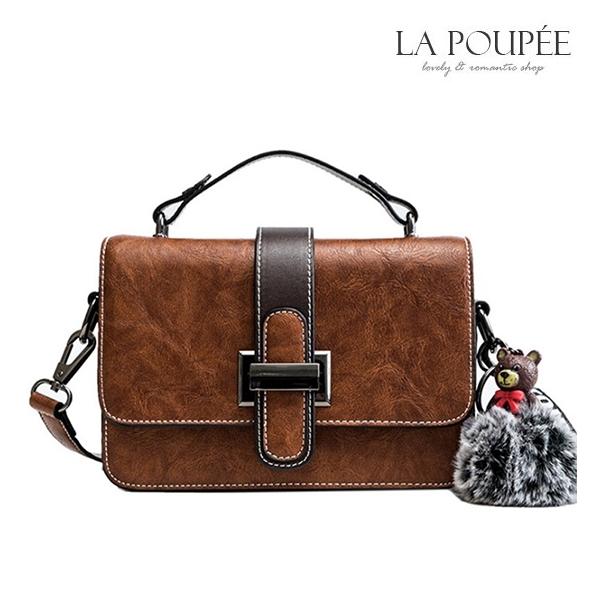 側背包 時尚H字金屬扣復古小方包(附毛球) 5色-La Poupee樂芙比質感包飾 (現貨+預購)