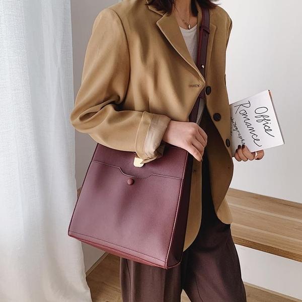 側背包高級感法國小眾洋氣休閒水桶包女新款時尚百搭ins單肩側背包