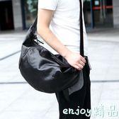 雙十一狂歡購新款韓版原創男包個性旅行大包單肩包 潮包休閒水餃包斜背包
