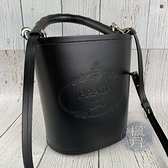 BRAND楓月 PRADA 普拉達 1BE048 木手把黑水桶包 LOGO壓紋 兩用包 手提包 肩背包 側背包 斜背包