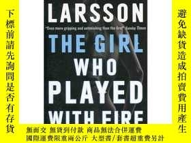 二手書博民逛書店玩火的女孩罕見英文原版 The Girl Who Played with Fire 玩火的女孩 《千禧年》三部曲