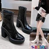 高跟短靴 歐洲站女鞋2021秋冬新款厚底坡跟短靴高跟漆皮中筒圓頭馬丁靴 寶貝計畫