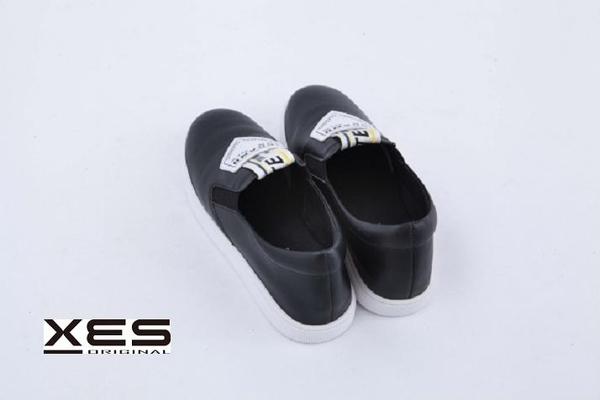 XES SLIP ON小黑鞋