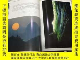 二手書博民逛書店The罕見zhujiang River:The Largest