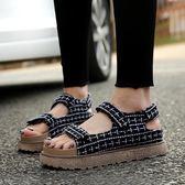 女厚底涼鞋 韓版女鞋子 新款夏涼鞋平跟英倫風麻布魔術貼羅馬大碼女鞋羅馬涼鞋《小師妹》sm3285