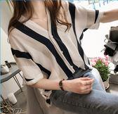 DE SHOP~(QW-3203)直條配色雙V領排釦棉麻上衣