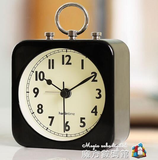 創意宿舍小鬧鐘學生用床頭靜音小型個性懶人簡約桌面迷你家用時鐘 魔方數碼