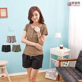 短褲--鄉村氣息鬆緊設計寬褲管木釦棉質短褲(黑.綠.卡其M-2L)-R133眼圈熊中大尺碼
