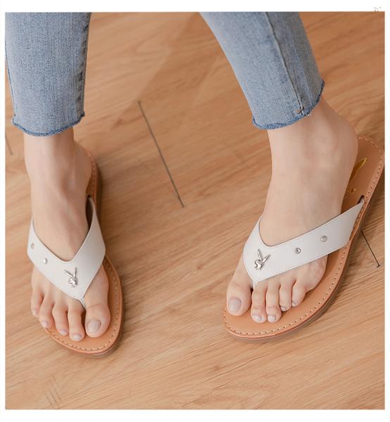 PLAYBOY 柔軟真皮V型寬帶修身涼拖鞋-白(Y7321)