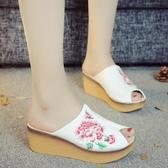 夏新款超輕漢服拖鞋子女 民族風涼拖鞋休閒魚嘴老北京布繡花拖鞋