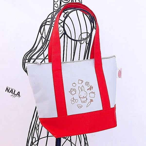《花花創意会社》外流。MIFF兔紅白撞色小便當包【H6079】