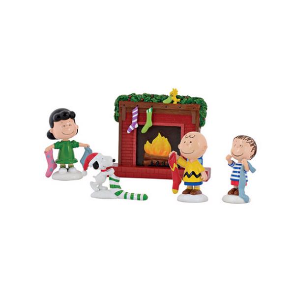 《Enesco精品雕塑》SNOOPY與好朋友聖誕襪塑像擺飾組-Stockings Were Hung Set_EN90831
