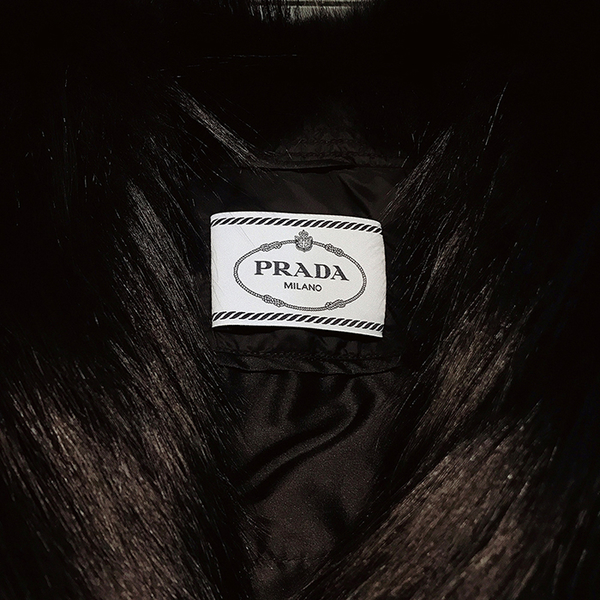 【雪曼國際精品】Prada品牌羽絨黑狐狸毛外套~二手商品9.3成新(黑色)