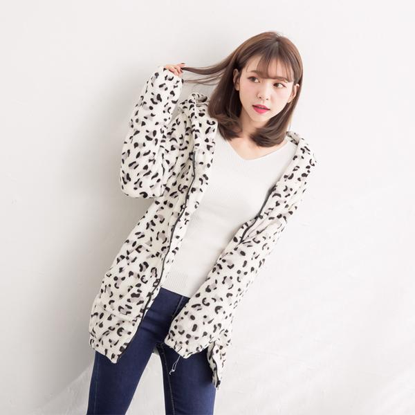 超柔絨豹紋連帽雙口袋長版拉鍊外套 (米豹紋   棕豹紋)二色售  11722010