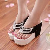厚底拖鞋 夏季新款坡跟涼拖鞋防水台鬆糕厚底夾趾拖鞋水鑽超高跟女鞋  小宅女