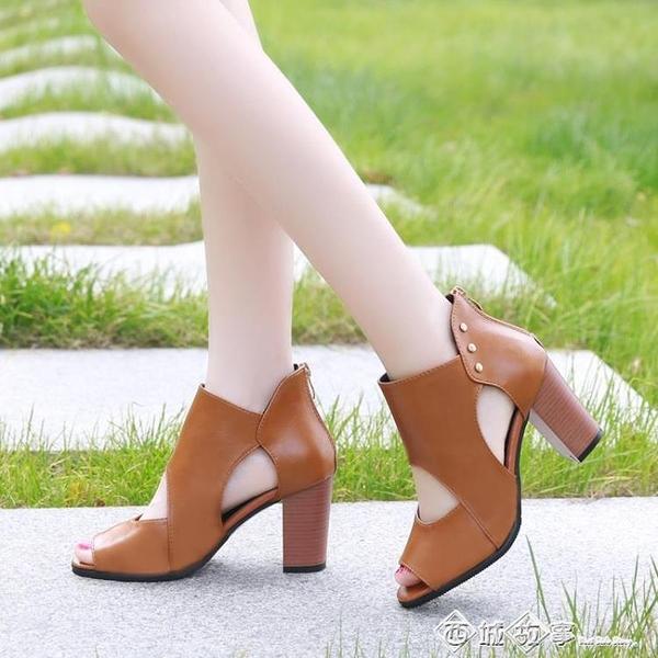 2020夏季新款軟皮魚嘴涼鞋女高跟皮鞋粗跟鏤空中跟涼靴百搭女鞋潮 西城故事