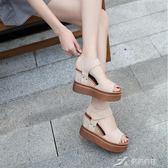 一字扣高跟涼鞋女夏季新款鬆糕底中跟學生魚嘴坡跟厚底女鞋 樂芙美鞋