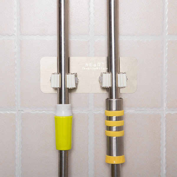 雙扣滾輪壁掛式掃具拖把架 掃把架 湯勺架 雨傘架 馬桶刷架 收納用品 浴室用品 掃具架