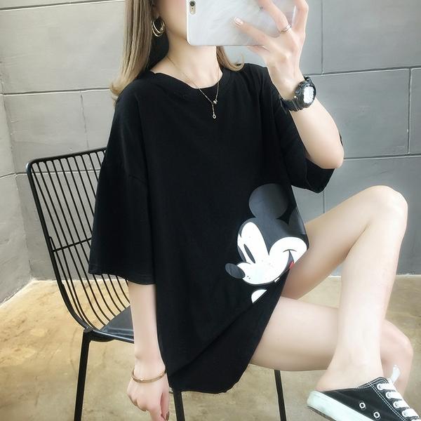 中長版短袖T恤~新款韓版潮寬松中長款大碼T恤短袖卡通印花T恤女R028 依品國際
