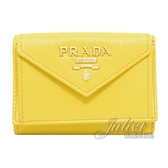 茱麗葉精品【全新現貨】PRADA 1MH021 浮雕LOGO水波紋三折扣式短夾.黃色