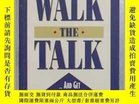 二手書博民逛書店英文原版罕見Walk The Talk...And Get Th